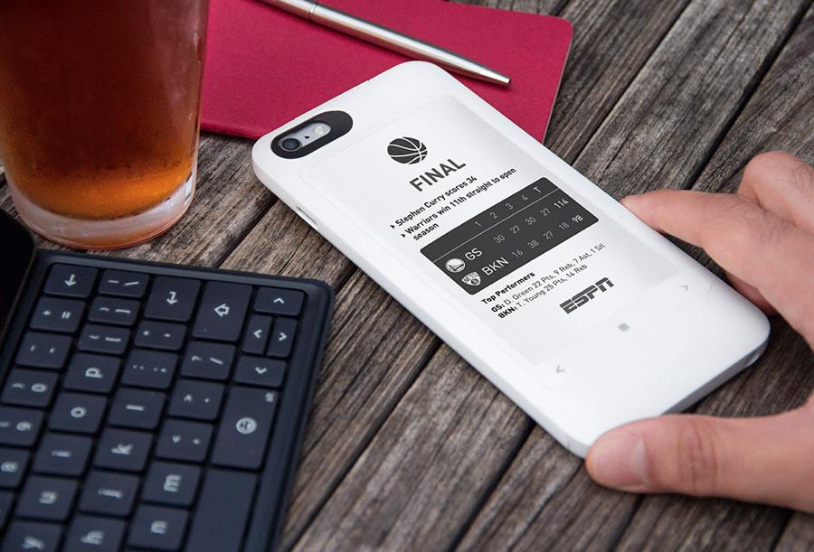 De PopSLATE 2 voegt een e-ink scherm toe aan je iPhone.