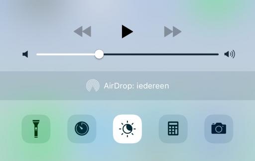 Een nieuw Night Shift-icoon in het Bedieningspaneel in de vierde beta van iOS 9.3.
