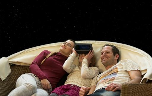 Universe2Go headset om sterren te kijken.