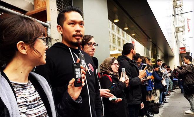 Protest bij een Apple Store in San Francisco tegen het verzoek van de FBI.