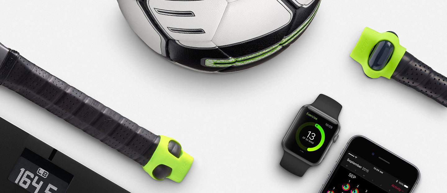 Apple Watch met sportaccessoires, voetbal en tennisracket-tracker