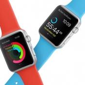 Apple Watch Sport met blauw en rood.