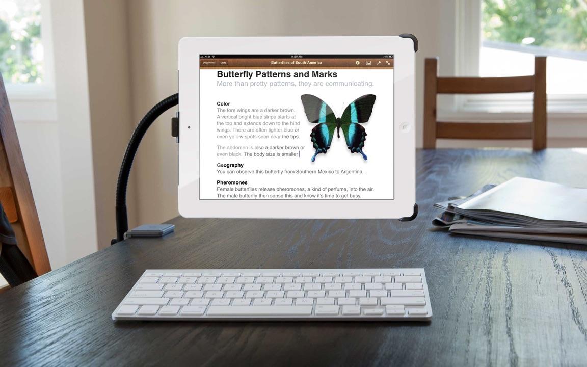 HoverBar for iPad aan een tafel.