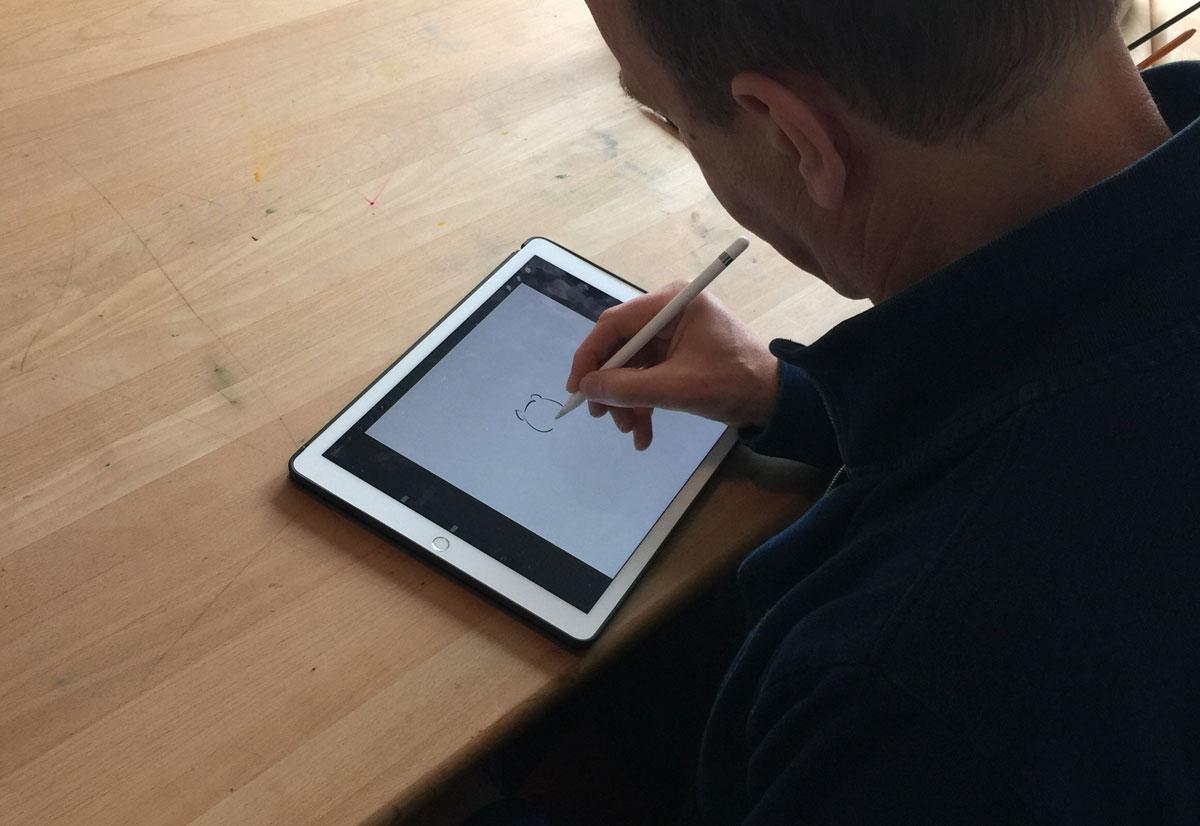 Leendert Jan Vis maakt begin van een tekening in Procreate