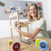 De houten schijfjes van LINKX helpen kinderen met een taalachterstand