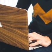 Houten skin van Bambooti geeft je MacBook een natuurlijke uitstraling