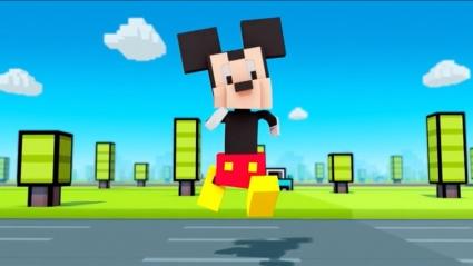 Disney Crossy Road met Mickey Mouse.