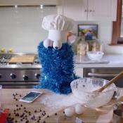 Siri helpt Cookie Monster koekjes bakken in nieuwe reclamespot