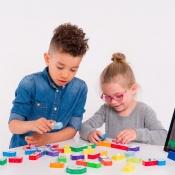 Kinderen maken kennis met techniek met MakerBloks.