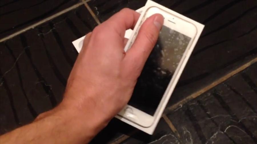 Een uitgelekte fabrieksvideo van de iPhone SE.