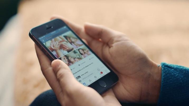 Facebook-app omschrijft foto's voor blinden en slechtzienden.
