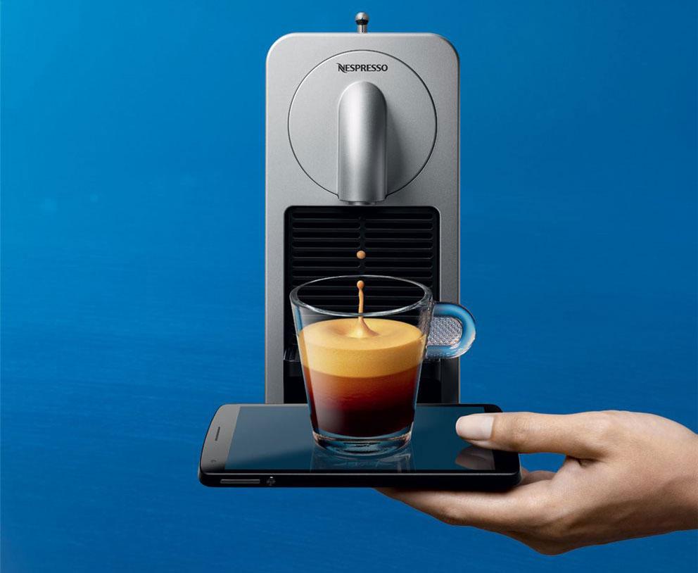 Nespresso Prodigio bedien je met een iPhone; het Android-toestel gebruik je als dienblad