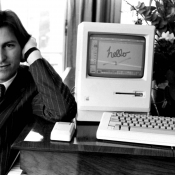 Steve Jobs met Apple Macintosh