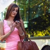 Vrouw iPhone stad