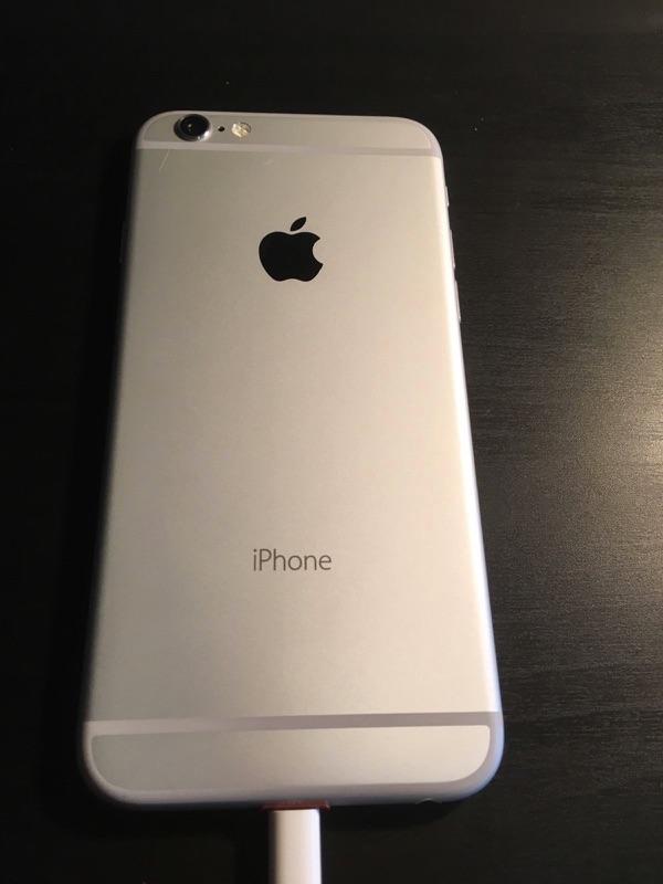 Achterkant van de prototype van de iPhone 6.