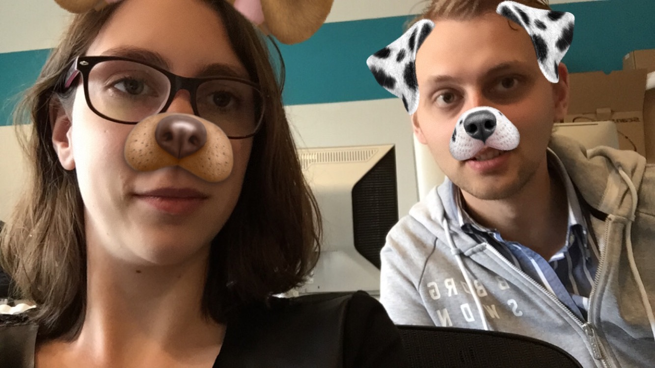 Foto van Snapchat met hondenfilter.