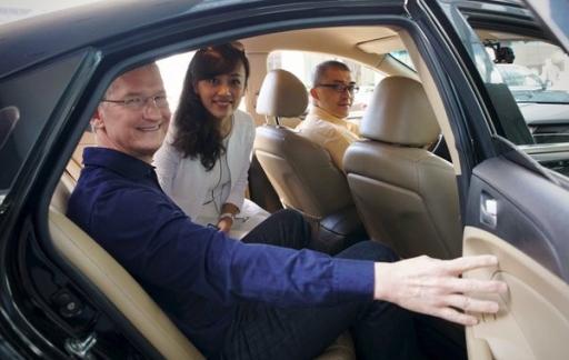 Tim Cook en Jean Liu van Didi Chuxing, samen in de auto