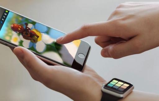 Procreate Pocket op iPhone en Apple Watch