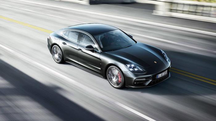 Porsche Panamera onderweg