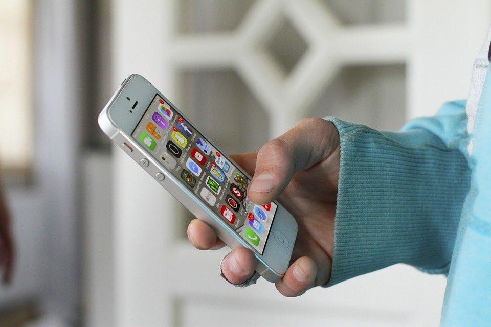 iPhone 4 in de hand