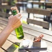 BOx flesopener waarschuwt je vrienden als je een biertje opentrekt.