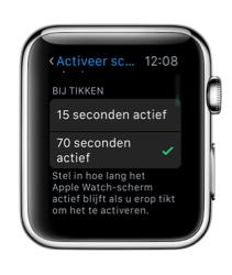 Tijd voor het activeren van scherm door te tikken op de Apple Watch.