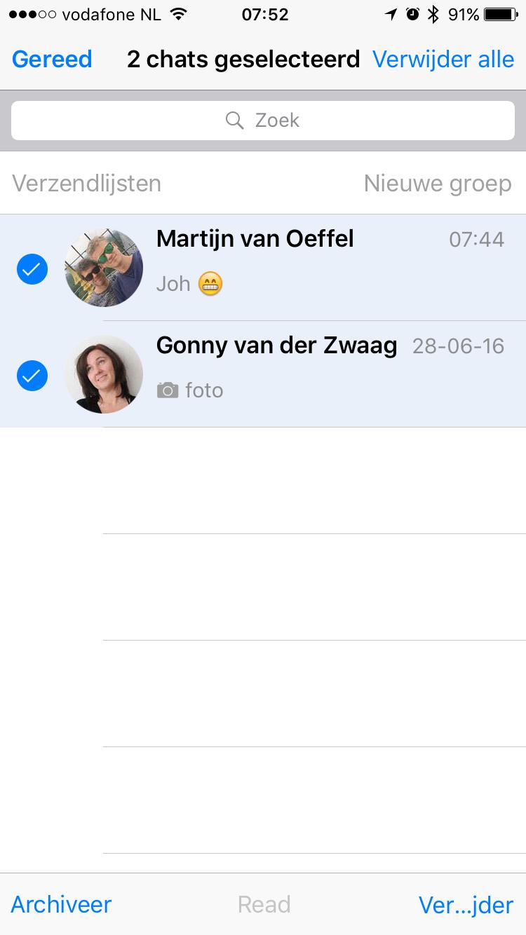 WhatsApp laat je meerdere chats selecteren.