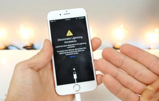 Een waarschuwing voor waterschade in iOS 10.