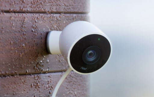 Nest Cam Outdoors in de regen