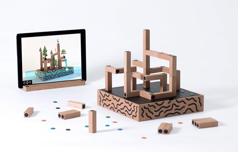 Koski game - speelbord met bouwblokken en iPad