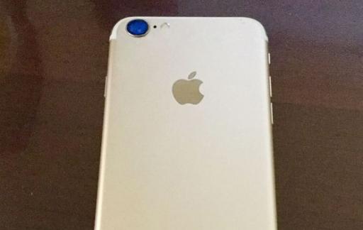 iPhone 7 - goud met antenne strepen en grotere camera
