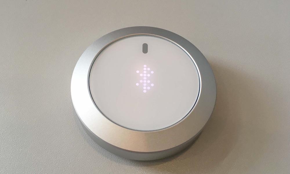 Nuimo met Bluetooth-logo.