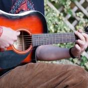 Gitarist met Fender gitaar