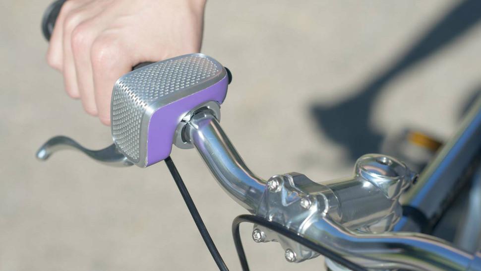 Shoka Bell op de fiets