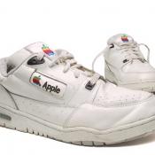 Apple-historie: Wist jij dat Apple een kledinglijn en zeldzame sneakers maakte?