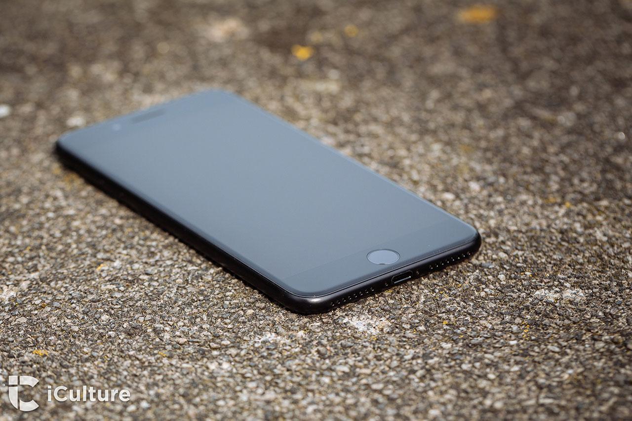 iPhone 7 review: het toestel liggend op de grond