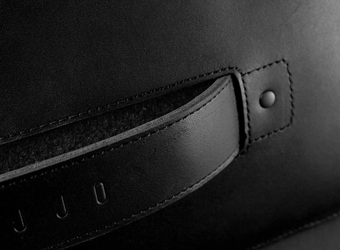Mujjo Carry-On Folio Sleeve: stevige handgreep