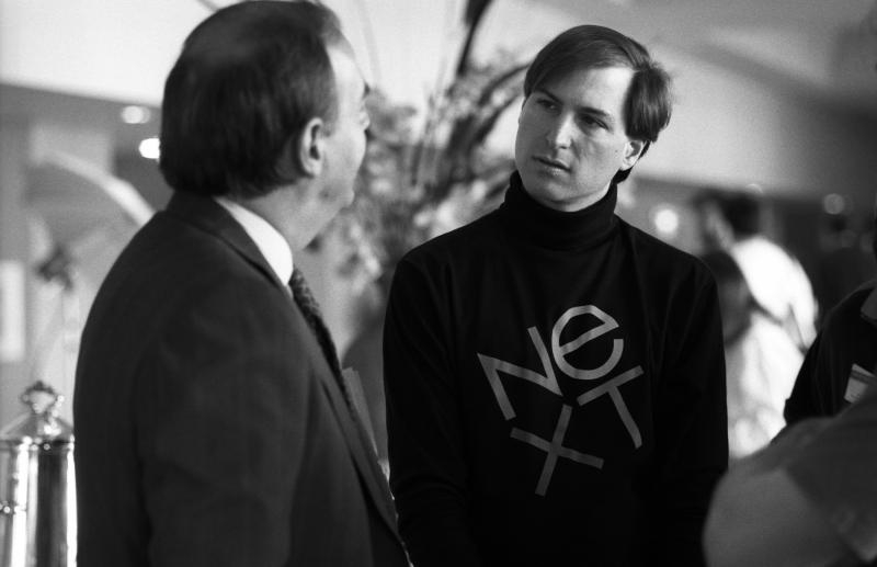 Steve Jobs met NEXT-shirt