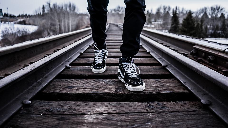 Wandelen op spoorrails