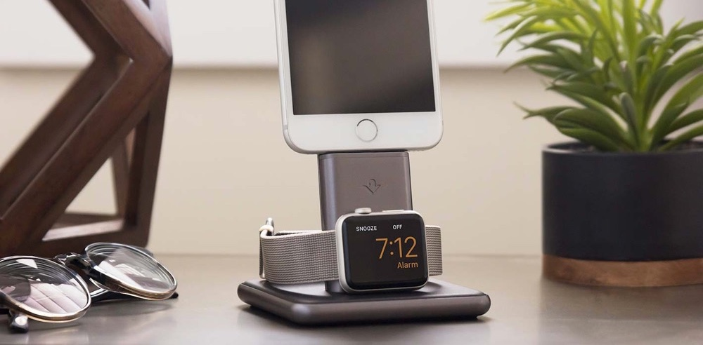 Close van Twelve South HiRise Duet met Apple Watch.