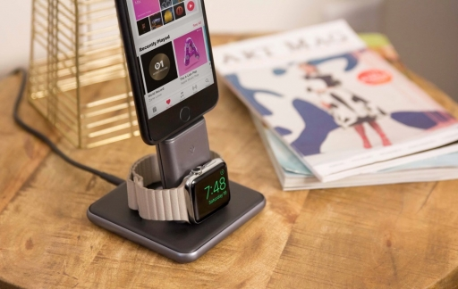 Twelve South HiRise Duet met iPhone en Apple Watch.