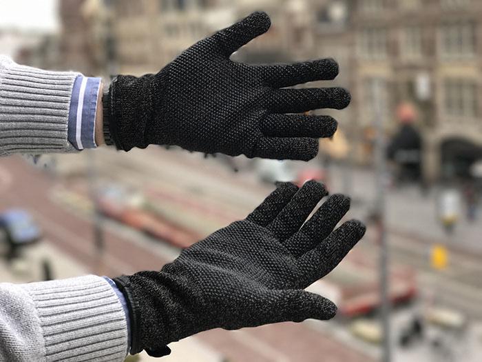 Aan de binnenkant zitten de Mujjo Double Layer Touchscreen Gloves strak 0f6842e821b