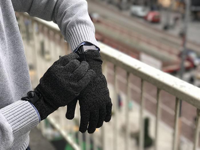 De Mujjo Double Layer Touchscreen Gloves sluiten met een magnetische drukknop