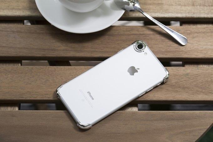Rmour iPhone op een tafel