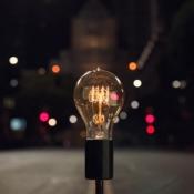 Apple Bulbs reclamespot voor MacBook Pro