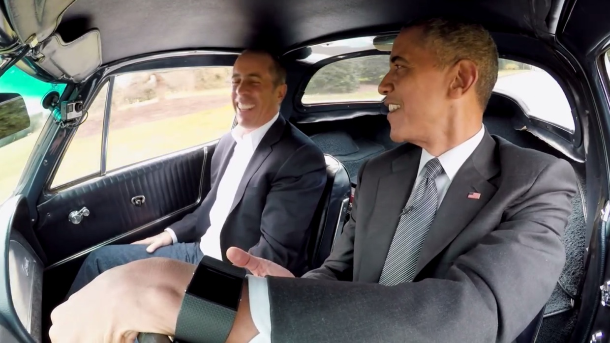 Obama met een Fitbit Surge in Comedians in Cars Getting Coffee
