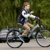 Driekwart Nederlanders voorstander van smartphoneverbod op de fiets