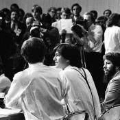 Jobs, Wozniak en Sculley beantwoorden vragen van media