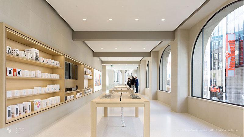 Apple Store Keulen: tafels met producten