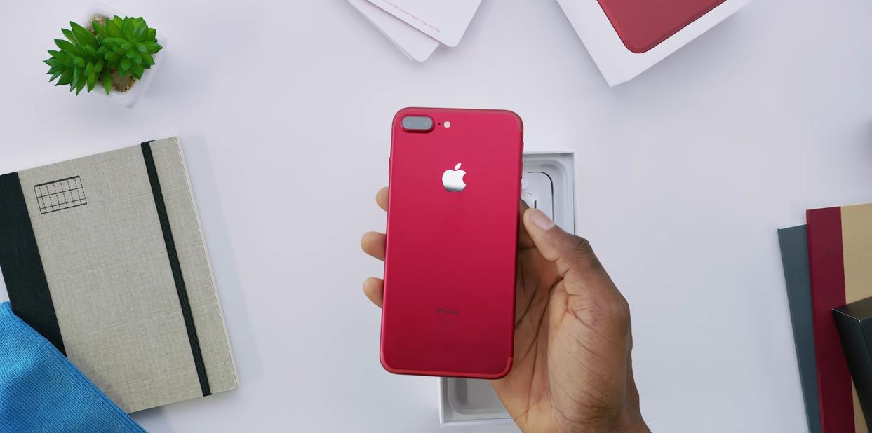 Eerste uitpakvideo van rode iPhone 7
